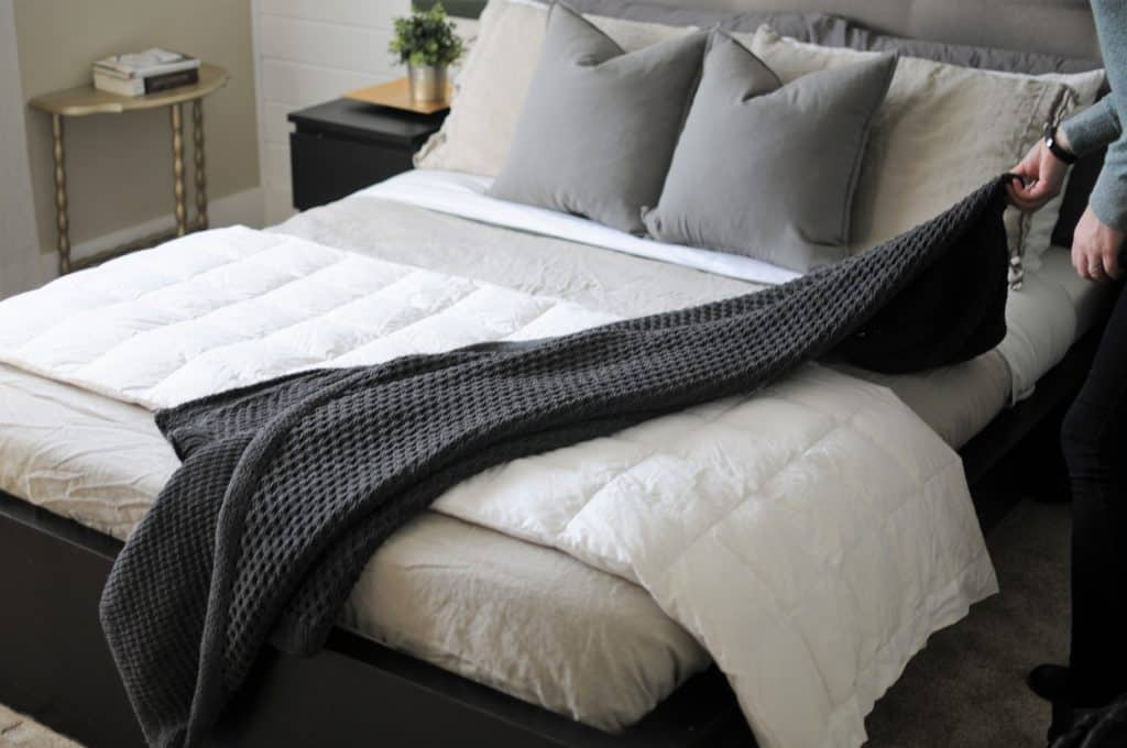 Everything You Need To Know To Perfectly Make Your Bed Joyful Awesome How To Drape A Throw Blanket On A Bed