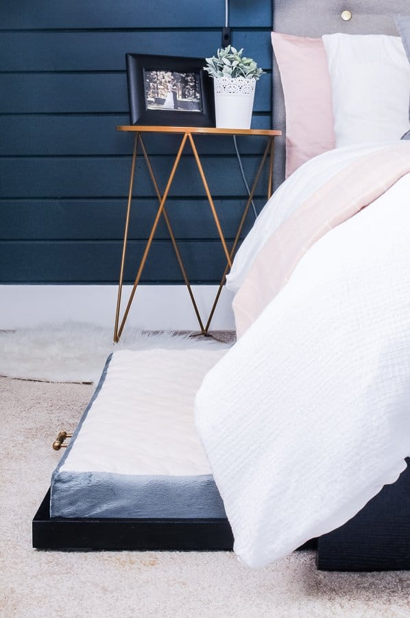 22 Genius Small Bedroom Decorating Ideas On A Budget Joyful