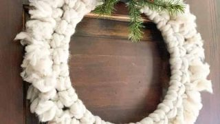 How to Make a DIY Chunky Yarn Wreath the Easy Way